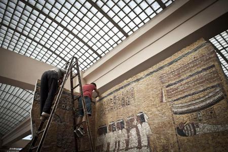 Ajustes na cópia da tumba de Tutankhamon (KV-62) realizados no Cairo (Egito). Foto: Ines Della Valle. 2012.