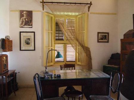 Escritório de Howard Carter em sua casa em Luxor. Disponível em . Acesso em 06 de outubro de 2013.