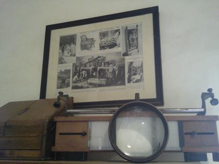 Objetos na casa de Howard Carter em Luxor. Disponível em . Acesso em 06 de outubro de 2013.