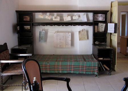 Cômodo da casa de Howard Carter. Disponível em . Acesso em 06 de outubro de 2013.