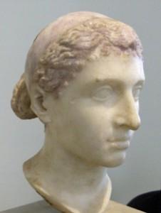 Busto de Cleópatra II no Altes Museum de Berlin.