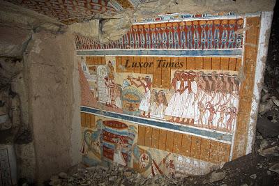Uma tumba Ramséssida em Luxor. Disponível em . Acesso em 03 de janeiro de 2014.