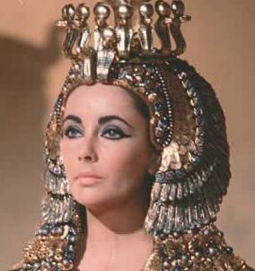 Elizabeth Taylor no filme Cleópatra (1963)