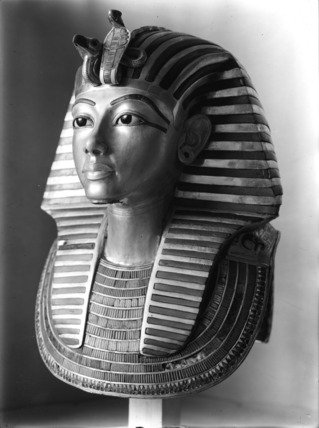 Máscara mortuária de Tutankhamon. Foto: Acervo Griffith Institute, University of Oxford. Harry Burton. Disponível em Acesso em 26 de setembro de 2011.