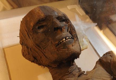 Múmia egípcia. Foto disponível em . Acesso em 17 de janeiro de 2014.