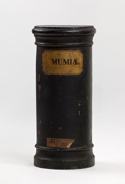 """Pote para armazenar """"Pó de Múmia"""" pertencente à coleção do Museu Hamburg, Alemanha. Imagem disponível em . Acesso em 03 de janeiro de 2014."""
