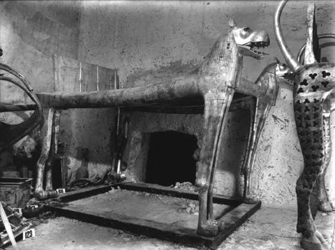 Fotografia de Harry Burton na época dos trabalhos de Howard Carter na KV-62.